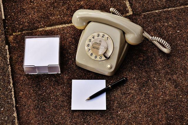 Un telefono antiguo