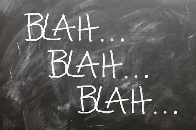 Una pizarra con la palabra bla escrita varias veces